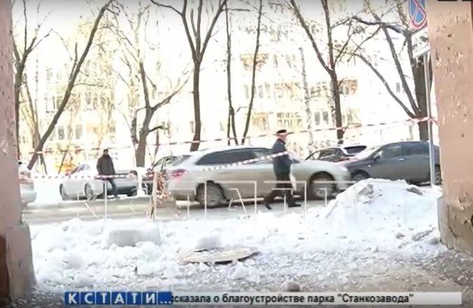 Сотрудники ДУКа затопили дом и снесли вывеску при очистке крыши в Нижнем Новгороде - фото 2
