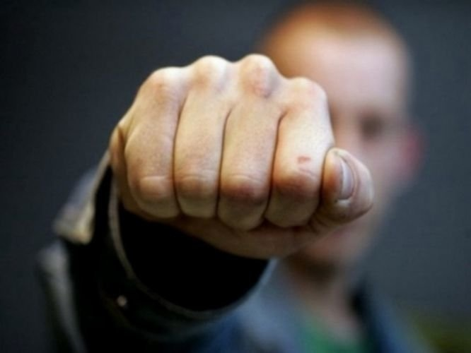 Жителя Тонкина осудили за избиение мужчины и женщины