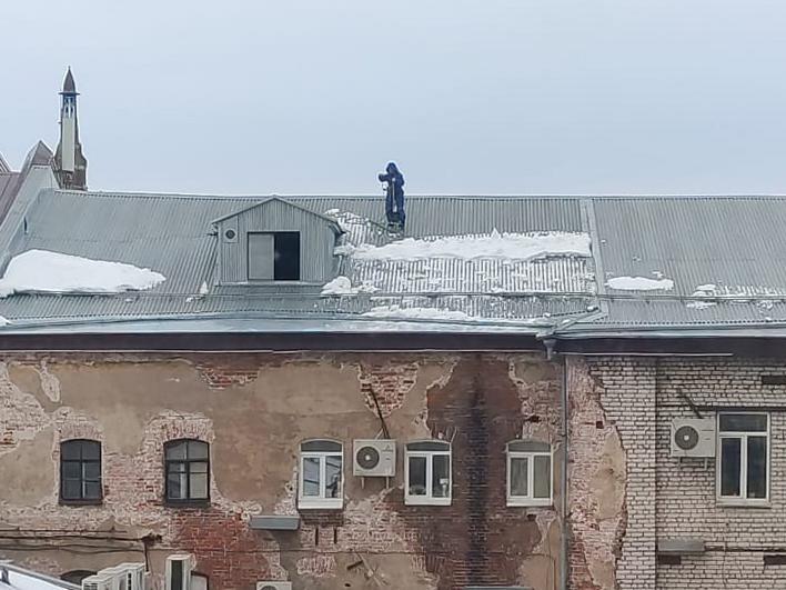 Более 170 нарушений при очистке крыш от снега выявлено в Нижегородской области - фото 1