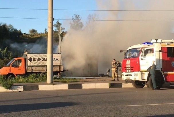 Из-за электроинструмента в Нижегородском районе сгорел шиномонтаж - фото 1