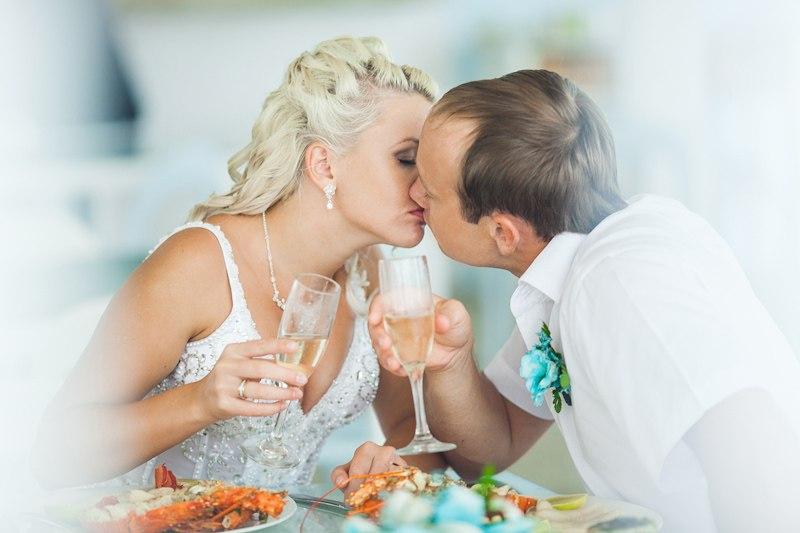 Как справить месяц свадьбы