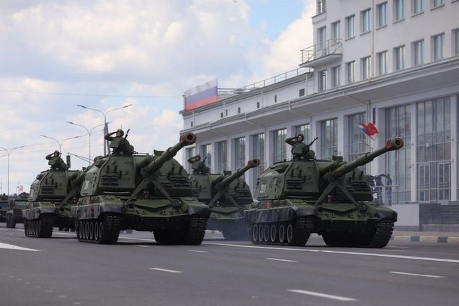Военная техника проехала по Нижне-Волжской набережной в память о подвиге предков - фото 2