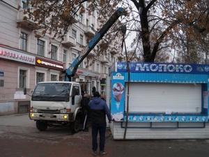 Нелегальный киоск демонтировали в Сормовском районе