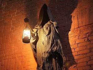 Смерть с фонарем «поселилась» на Рождественской