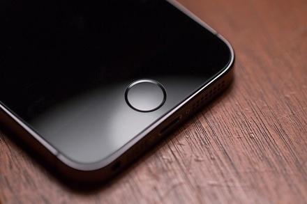 Место в очереди за новым iPhone продают за 1 000 000 рублей