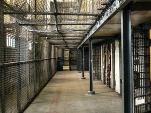 Убийцы среди нас: пятерых пожизненно осужденных преступников выпустили на свободу
