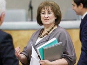 «Одни долги по кредитной карте»: депутат Госдумы пожаловалась на низкую зарплату
