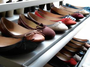 Обувь за полцены до конца сентября продает фирменный магазин в Нижнем Новгороде