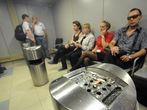 В российских аэропортах разрешат курить