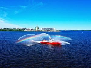 Суда МЧС впервые участвовали в параде Победы в Нижнем Новгороде