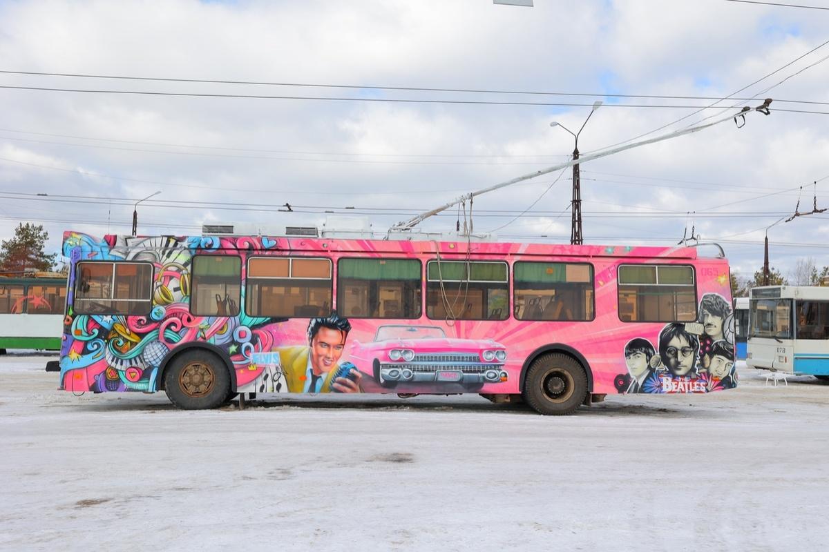 Троллейбус с «Битлз» и Пресли на борту появился в Дзержинске - фото 2