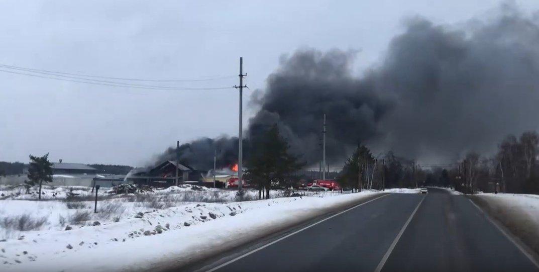 Ангар площадью 500 квадратных метров сгорел в Дзержинске - фото 1