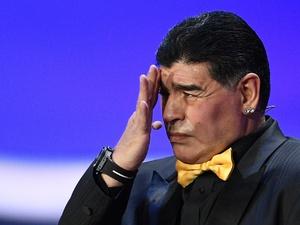 Марадона извинился за курение на матче Аргентина — Исландия