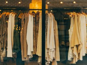 Мультибрендовый универмаг распродает одежду ведущих марок за полцены