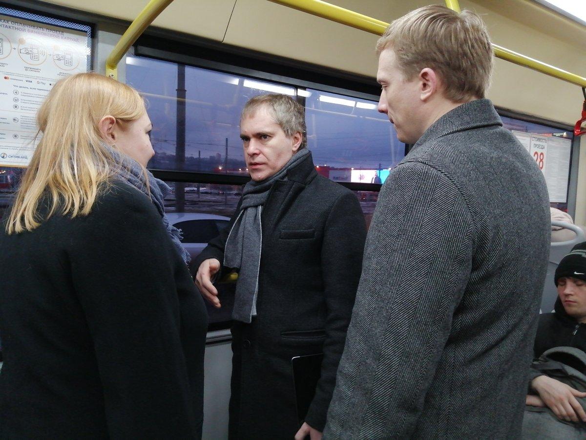 Мэр Нижнего Новгорода попробовал добраться до работы на автобусе - фото 1